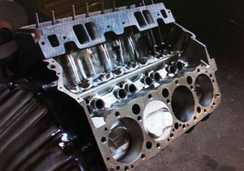 Chevorlet 350 Rennmotor beim Aufbau